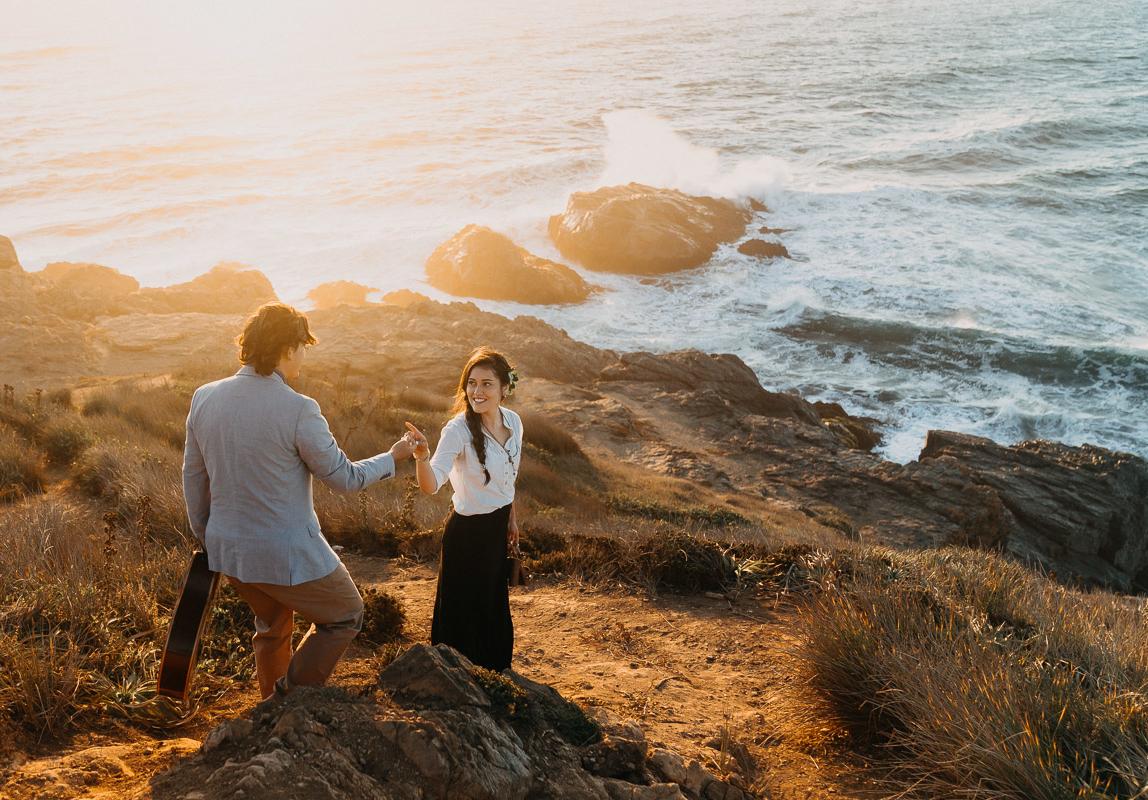 Fotograf Mallorca: Paar bei Fotoshooting am Strand