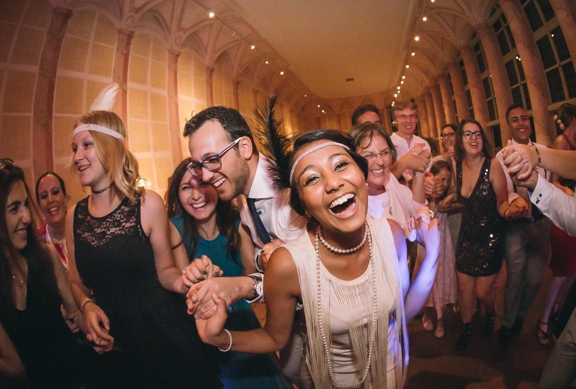 Hochzeitsbilder Mallorca: Ausgelassene Hochzeitsparty am Abend