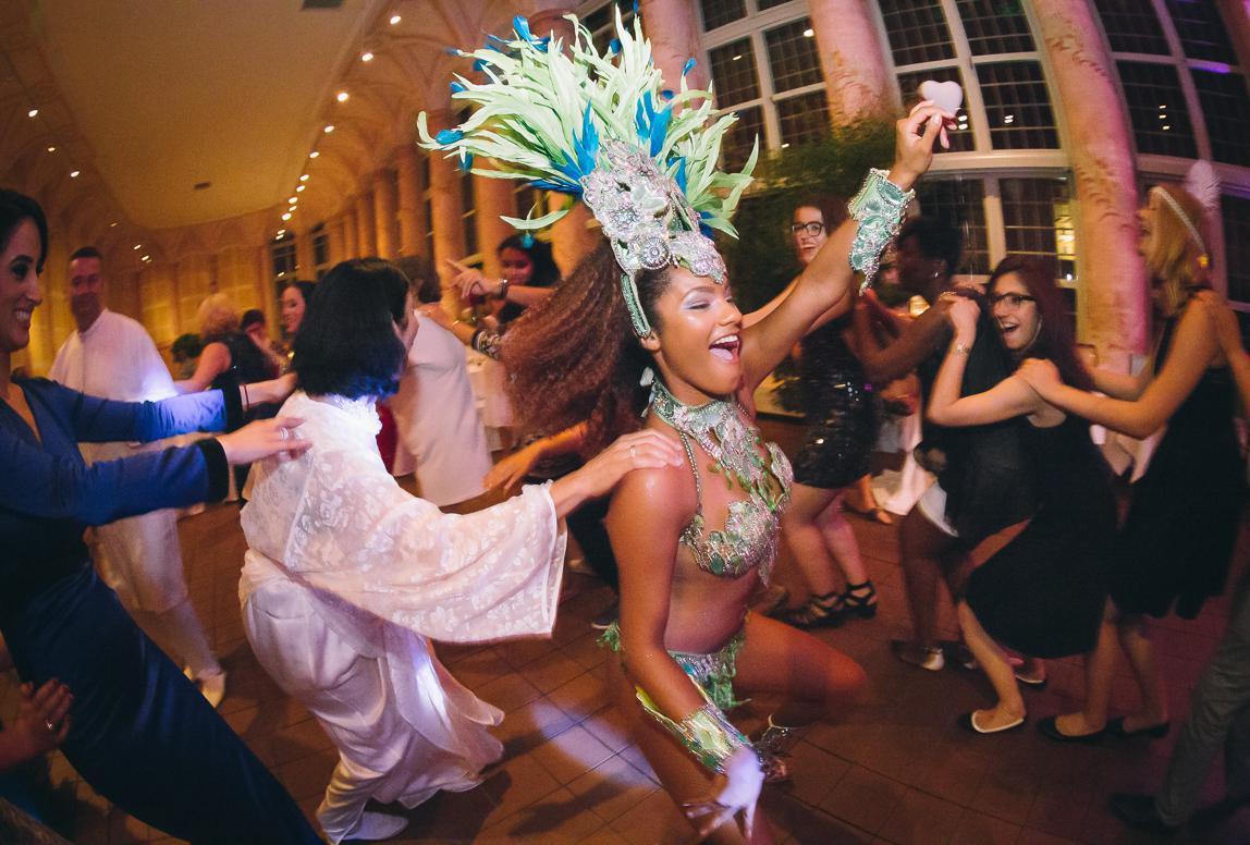 Majorca Hochzeitsfotos: Wilde Party mit Sambatänzerin an Mallorca Hochzeit
