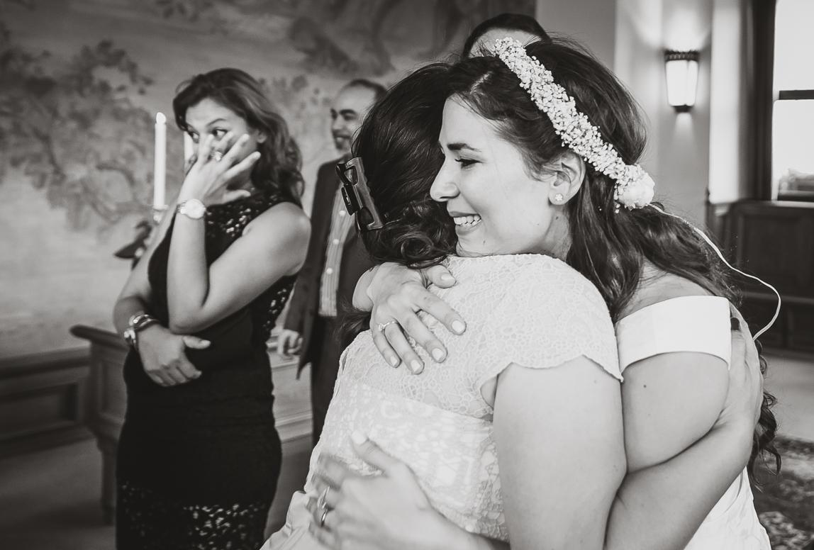 Mallorca Hochzeit Bilder: Emotionale Gratulation nach der Trauung