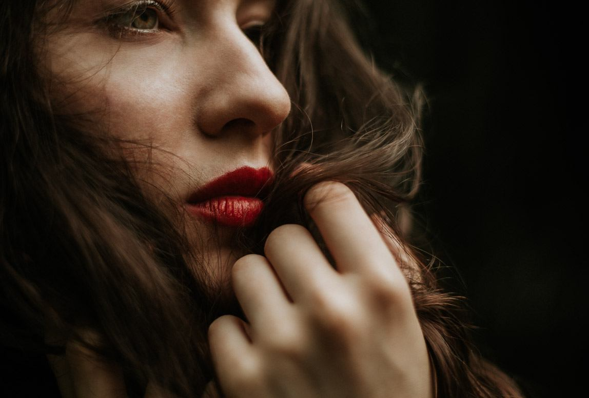 moody portrait photography mallorca - fierce woman in a red lipstick
