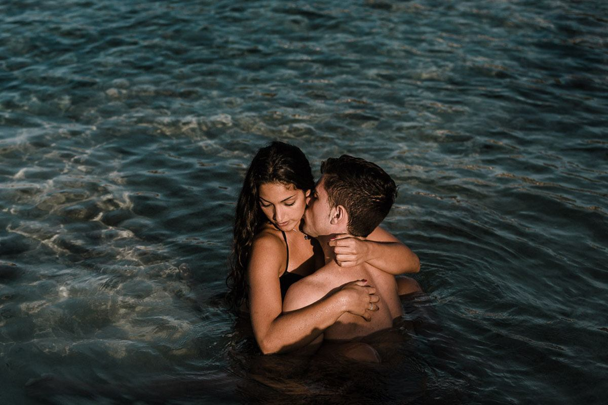 Engagement Photography Mallorca - Romany Flower - intimate couple