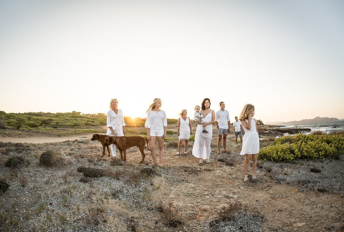chile photographer takes Romany Flower: family photo in beautiful landscape by the hills at sunset