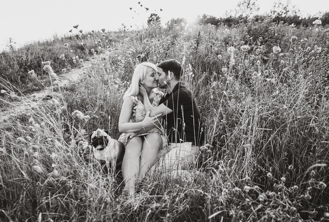 couple photographer in chile: loving couple in grass landscape