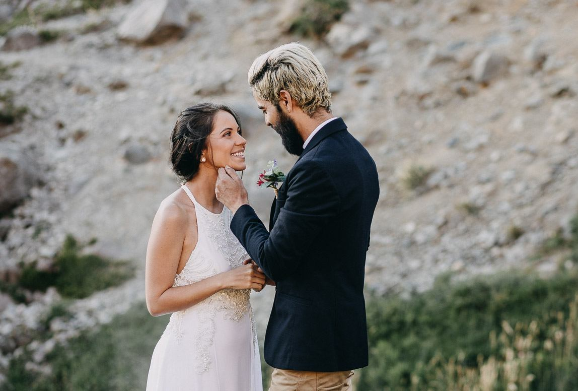 elopement photographer in chile captures bride and groom during outdoor wedding ceremony