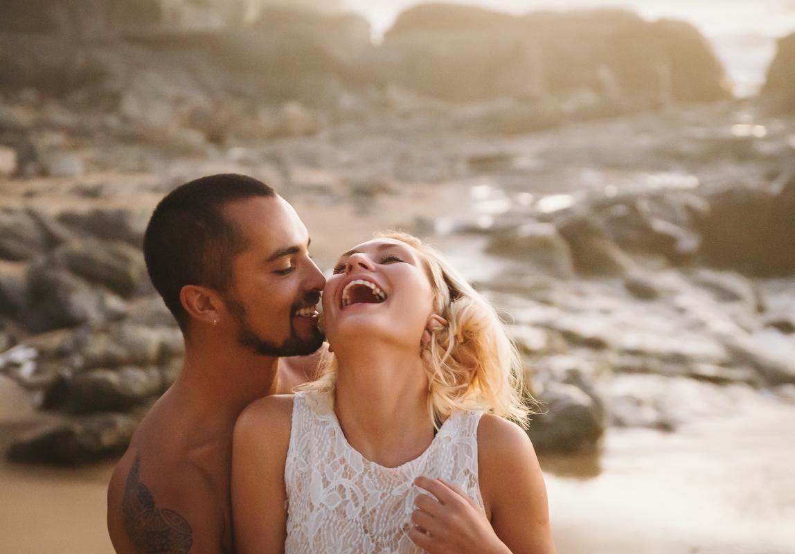 Deutscher Hochzeitsfotograf Mallorca: Brautpaar beim After Wedding Shooting am Strand