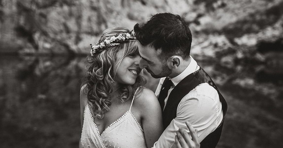 Hochzeitsfotograf in Mallorca fotografiert Boho Brautpaar im Tramutana Gebirge
