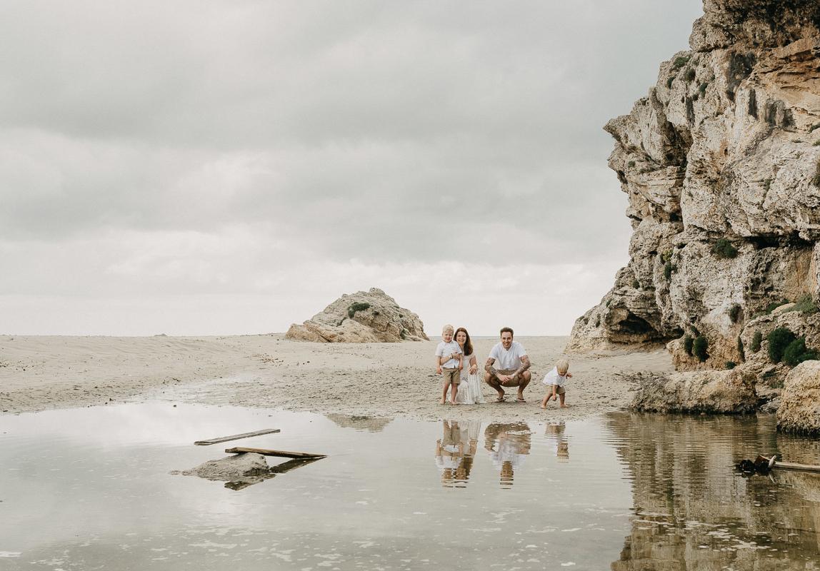 Familienfotos Mallorca: Familie gemeinsam am Strand